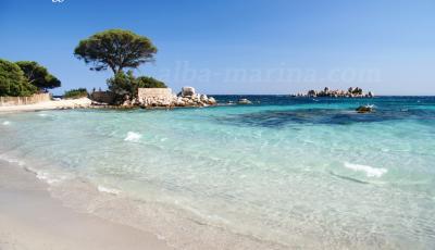 La villa est à 400m de cette plage